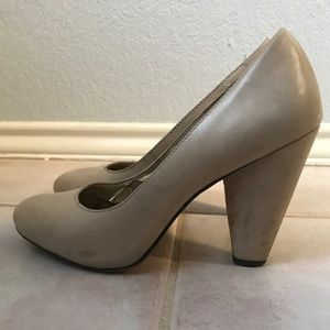Seychelles Leather Pumps in Natural Size 7